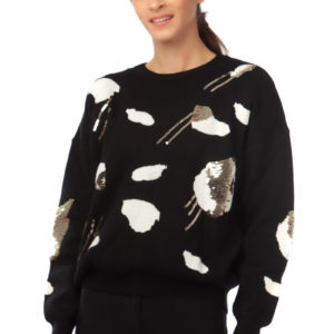 Loose sweater with long sleeves